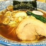 鶏とアサリの中華そば 730円