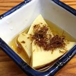 恵比寿 マルヒ - お通しは土佐煮