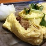 恵比寿 マルヒ - 牛すじチーズ出汁巻きの中から牛すじが顔を出す