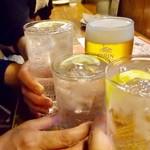 バル・カ・エール - この日、何度目かの「乾杯♫」。もう数えるのもめんどくさくなった。