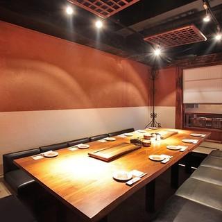 2~18名様までご利用可能な完全個室。空間テーマは古民家再生