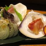 たらふく うなり - 旬貝の5種お造りのアップ