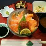 海水園 - 料理写真:びわ鱒イクラ丼1,350円(税込)