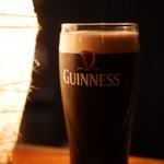 かなやまサルーン - ギネス 黒ビール