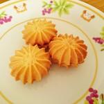 パティスリーイクル - 料理写真:お花のクッキー…税込140円