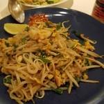 アジアン キッチン カフェ ももふく - タイ風焼きそば