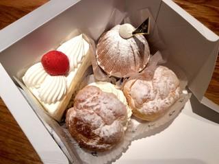 マサムラ - 時計回りにショートケーキ、マッターホーン、カスタードクリームのシュー、スイス風シュークリーム(カスタードと生クリームのダブルをマシマシの品。w)