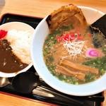 谷川岳パーキングエリア(下り線) スナックコーナー - ヤスモッカ特製ラーメンセット(850円)