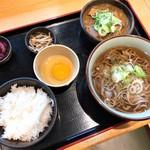 谷川岳パーキングエリア(下り線) スナックコーナー - もつ煮そばセット(880円)