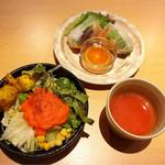 SPICE GARDEN - チーズナンランチに付いてくるサラダと生春巻と絶品のスープ