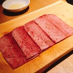 和牛焼肉じろうや 介 wagyu&sake - 至高のタン、数量限定だが何とかありつけた