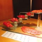 和牛焼肉じろうや 介 wagyu&sake - 神戸牛階段盛り、希少部位を含めて少しずついただける
