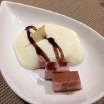 86102317 - パルミジャーノチーズのスプーマ、モルタデッラ