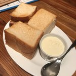 日々是君想 - お通しのトーストとホイップバター