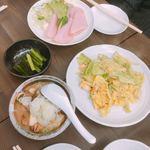 まるよし - 上から時計回りに ハムとチーズ(260円)、キャベ玉(350円)、煮込み(350円)、野沢菜(210円)