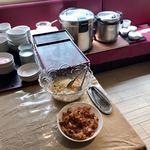 86110699 - ランチタイムはライス、スープ、小鉢、杏仁豆腐がセルフサービス