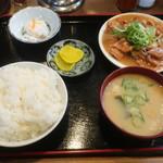 かつ美食堂 - ホルモン(中)ご飯(中)