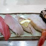 廻転寿司 まぐろ問屋 めぐみ水産 - 豪華5点盛り