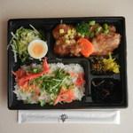 86117433 - グリルチキンとちらし寿司¥550