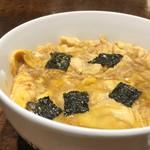 飛うめ - ◆玉子丼(670円)・・ご飯は半分にして頂いています。 卵はフワトロ、少し甘めのお味付でしたので、卓上の「一味」をかけると丁度いい。