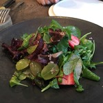 organ - 緑の葉野菜と季節のフルーツのサラダ