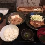 UOK - ぶたの角煮+もつ煮豆腐皿ハーフセット定食