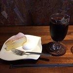 カフェ マルゴ - スフレチーズケーキとアイスコーヒー