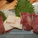 石垣酒場 肉まる - 馬刺し盛合せ 1,880円