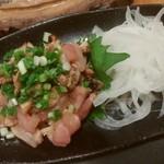 石垣酒場 肉まる - 地鶏のたたき 880円