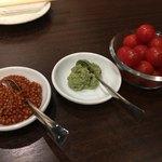 肉山 おおみや - プチトマトに特製マスタード、ワサビ
