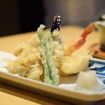 釜あげうどん はつとみ - 天ぷら盛り合わせ@850円:えび、いか、なす、しめじ、いんげん