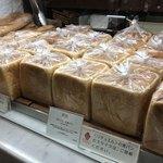 RITUEL le grain de ble - ディスプレイ。【生食パン】は、もっちりとした食感がなんとも印象的。美味。