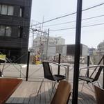 ジュノエスク・ベーグル・カフェ - テラス席もあります