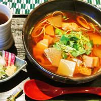 和楽 花音 - 「芋ソバのけんちん風」780円。お醤油とかつおダシ風味のやさしい味。薬味にはねぎとおろし生姜を。