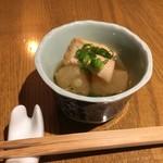 酒菜 廣瀬商店 - 料理写真:お通しは煮物なのだ