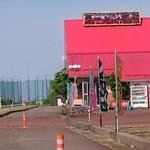原宿ラーメン - 国道8号線に面したこの赤い屋根が目印