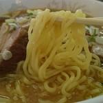 原宿ラーメン - ごく普通の中太麺