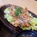 キッチン みよ志 - 料理写真:ニンニクの香りと辛味噌たっぷり
