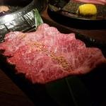 和牛焼肉 勢 - 希少部位の「特撰みすじ塩焼 (1800円)」