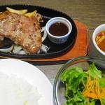 肉食男女 - 料理写真:信州プレミアム牛入りハンバーグとスペイン産白毛豚ロースステーキ