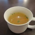 ガルカーリー - 先ずは最初にセットのスープがテーブルに運ばれて来ました。  人参等が入ったコンソメタイプのカップスープでした。