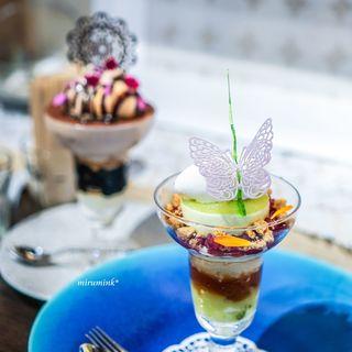 デザートカフェ ハチドリ - 青リンゴ・紅茶・ハーブのパフェ、ショコラとバナナのパフェ 3種のアイス