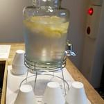 86157233 - レモン水はセルフで・・