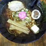 富良野ラーメン問屋 - 料理写真:『魚だししょう油ラーメン』バタートッピング♬
