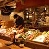 こだわりもん一家 - 内観写真:日本全国から取り寄せる、新鮮なお魚がいっぱい!