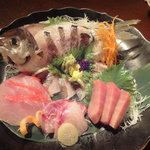 奈可嶋 赤坂店 - 刺身盛り合わせ(えぼ鯛姿焼霜造りと金目、中トロ、クロむつ)