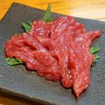 石臼挽き手打 蕎楽亭 - 会津の馬刺し 盛合わせ のモモ肉