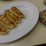 中華 つけ麺 はるき - 焼き餃子5個¥360-