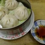 中華 つけ麺 はるき - 小籠包4個¥390-