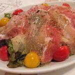 86161992 - 比内地鶏の生ハムと寿司ガリのサラダ